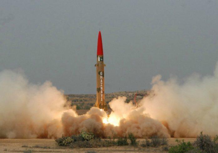 Interceptan misil en el espacio aéreo de la capital de Arabia Saudita